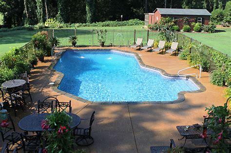 grade custom concrete swimming pools  precise