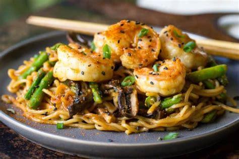 shrimp yakisoba easy asian stir fry  shrimp