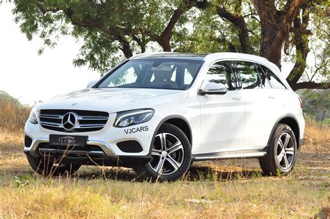 Distinctive rear with two round double exhaust tailpipes. MERCEDES-BENZ GLC 220d 4Matic Sport - vjcars