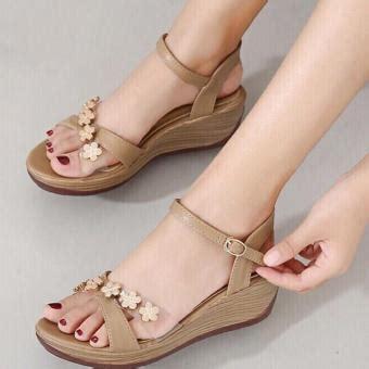 Model Sepatu Pantai Wanita jual sepatu sandal wanita murah sneaker model terbaru