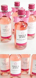 20 easy and usable diy wedding favor ideas hative With diy mini wine bottle labels