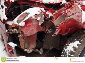 Delai Reparation Voiture Apres Accident : voiture chiffonn e apr s accident de la circulation d 39 hiver photo stock image 37718124 ~ Gottalentnigeria.com Avis de Voitures