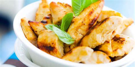 cuisiner aiguillette de poulet aiguillette de poulet rôti facile et pas cher recette sur cuisine actuelle