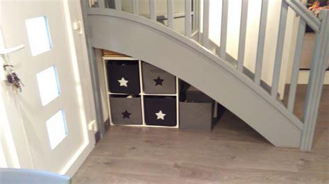 rangements sous escalier photo 13 13 tr 232 s pratique