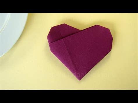 servietten falten herz einfache tischdeko fuer hochzeit
