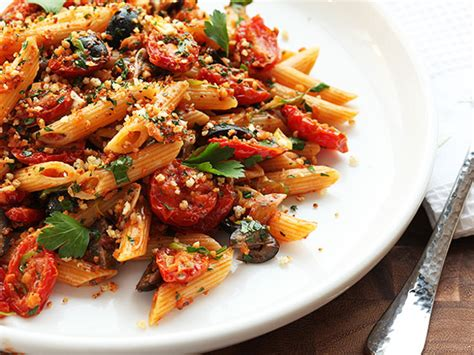 vegetarian pasta recipes the vegan experience triple garlic pasta with oven dried tomatoes olives and bread crumbs