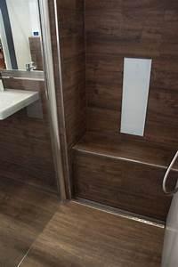 Bad Holzoptik Fliesen : dusche sitzbank aus fliesen in holzoptik bodenebene dusche mit rinne in edelstahl i ~ Sanjose-hotels-ca.com Haus und Dekorationen