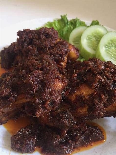 Jika moms menyukai masakan pedas, maka resep yang satu ini sangat cocok untuk dicoba di rumah. Ayam (Bebek) Hitam Khas Madura - Pedas Gurih Bikin Lahap - Resep Kekinian
