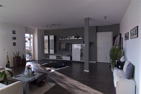 Wohnzimmer Grau Beere