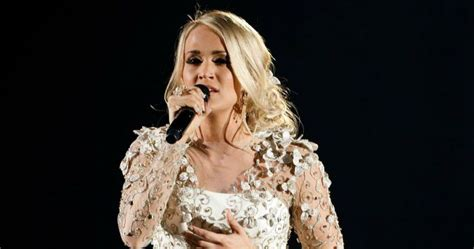 Carrie Underwood Set To Return To The Stage After Fall
