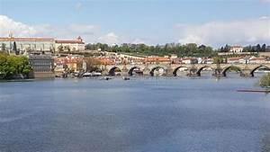 Rivier Vlatava Door Oude Stad Cesky Krumlov Stock Foto