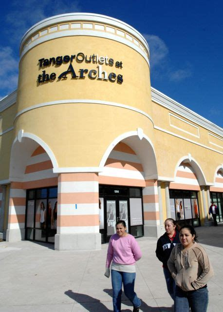 Kitchen Collection Tanger Outlet Riverhead by Shopping Malls On Island Newsday