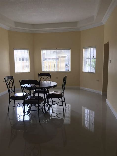 bedroom house  rent  mandeviile jamaica