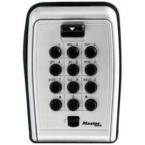 master lock   wall mount pushbutton lock box