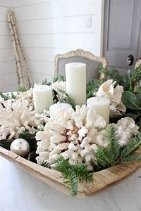 11 christmas home decorating styles 70 pics decoholic for Coastal coffee table decor