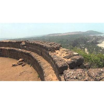 Chapora Fort Vagator Beach Goa April 2014 - YouTube