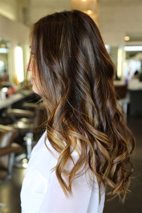 Hairstyles Brown With Highlights by 12 Flattering Brown Hair With Caramel Highlights