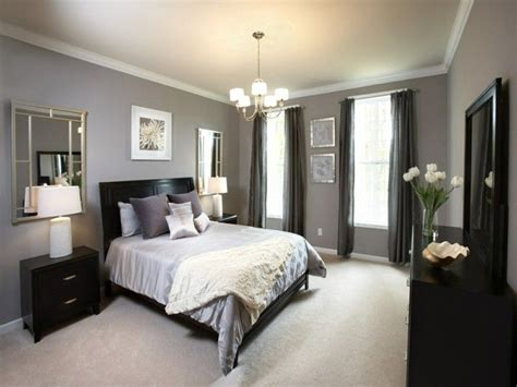 Bedroom Gray Beige Carpeted Wall Mirror Black Accents