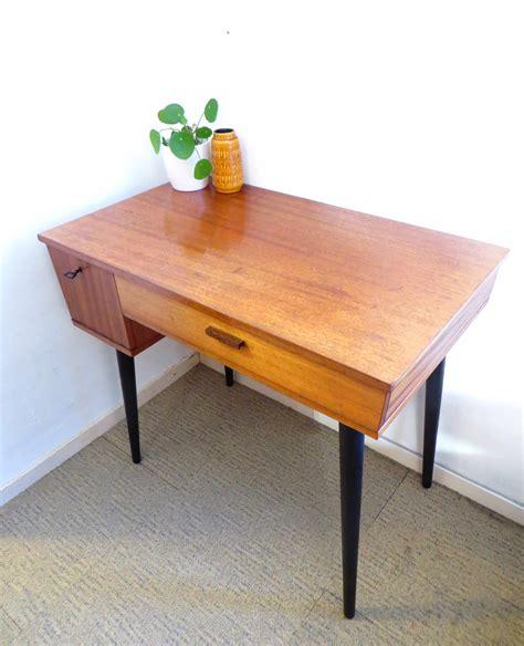 bureau design vintage mooi vintage design bureau met klepje en zwarte schuine poten