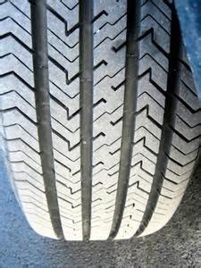 Changer Un Seul Pneu : trace de pneu sur beton ~ Gottalentnigeria.com Avis de Voitures