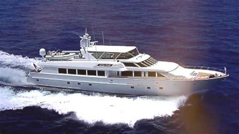 buying  selling yachts  miami usa yacht broker