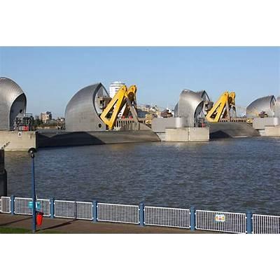 London flood alerts issued and Thames Barrier shut after