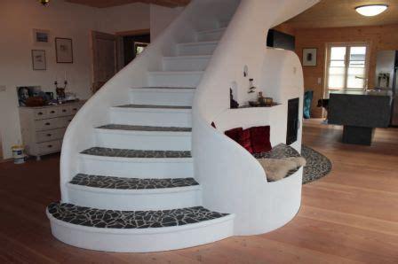 Treppe Im Wohnraum Integrieren by Treppe Mit Ofen In Den Wohnraum Integriert Fliesenonkel