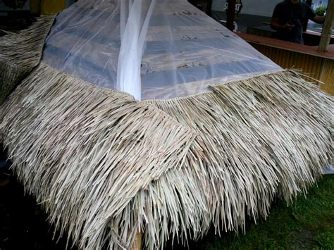 Tiki Hut Grass Roof by How To Build A Tiki Bar With A Thatched Roof Hgtv