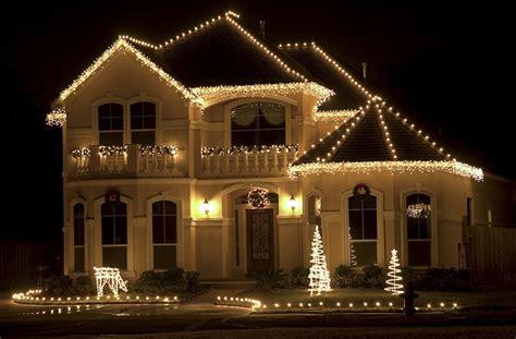 outdoor christmas lights ideas   roof