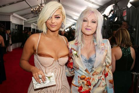 oops singer bebe rexha suffers embarrassing wardrobe