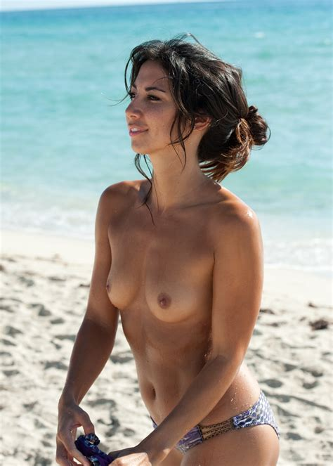 Leilani Dowding topless beach candids | | Your Daily Girl