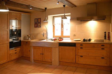 ou trouver des chaises de cuisine cuisines rustique tradition teinte bois cuisines laurent