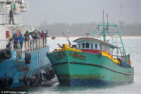 Boat Song Tamil by Indonesia Tamils Boat 2 Tamilcnn Tamil News Tamil