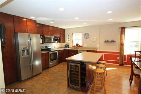 Horrible Kitchen Cabinet Setup