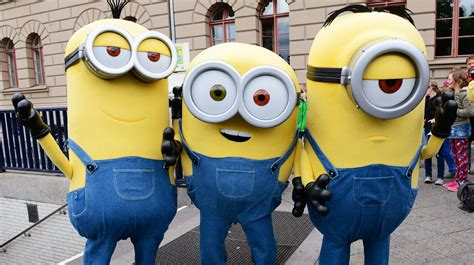 How To Make A Despicable Me Minion Costume That'll Win