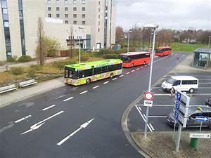 Bus Düsseldorf Hannover : busse am flughafen hannover unter ein solaris der stra am bus ~ Markanthonyermac.com Haus und Dekorationen