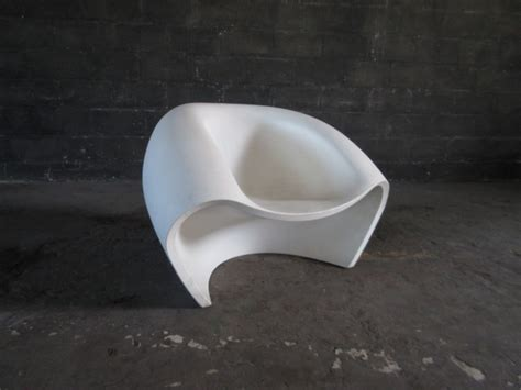 Plastic Molded Bucket Chair   ArtappelArtappel