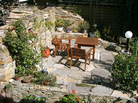 Steinmauer Als Sichtschutz by Steinmauer Als Blickfang Und Sichtschutz Im Garten 40 Ideen