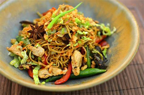 recettes de cuisine chinoise nouilles chinoises sautées au poulet parfumé la recette