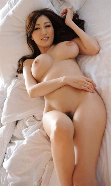 Milf Asiatique Nue Et Sexy