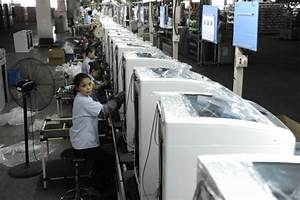 China's manufacturing sector continues to contract despite ...
