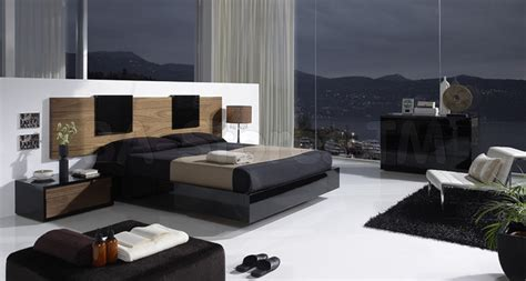 Eslida Gallery Black/walnut 4 Pc Bedroom Set