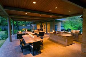 Modern Outdoor Kitchen Combine with Dining Room Зона