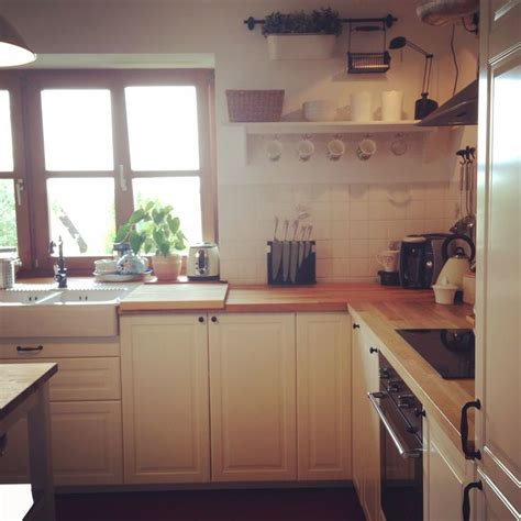 Traditional shaker style kitchen, off white doors