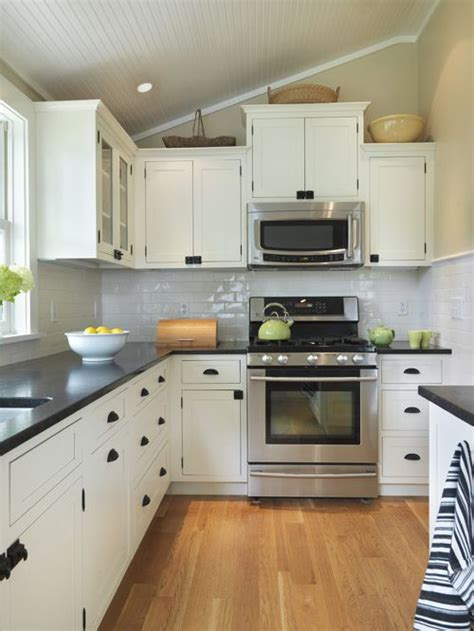 houzz white kitchen cabinets white cabinets with black countertops houzz 4360