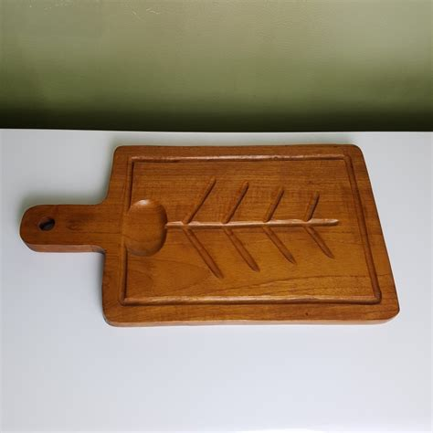 planche à découper cuisine planche a découper de cuisine en teck style scandinave