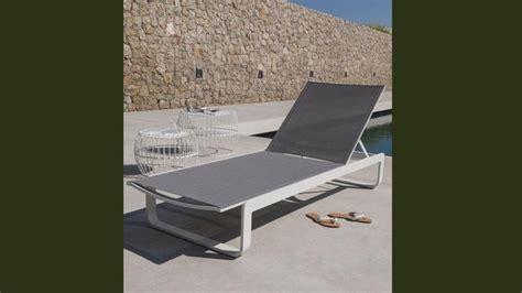 12 chaises longues et bains de soleil