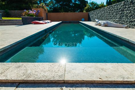 carrelage plage piscine gris piscine en naturelle travertin gris carrelage et salle de bain la seyne var caro styl
