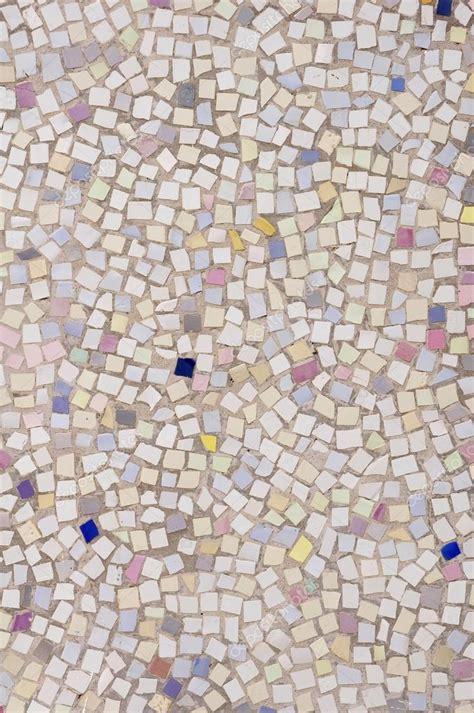 mosaico piastrelle rotte mosaico di piastrelle rotte pezzi su muro foto stock