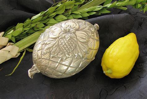 sukkot history   jewish harvest festival